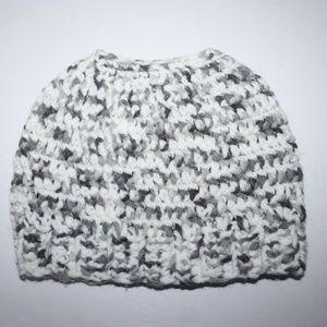 Crocheted messy bun beanie chunky white and gray